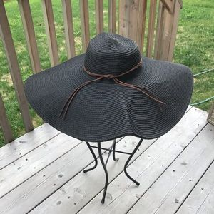 Large rim summer hat